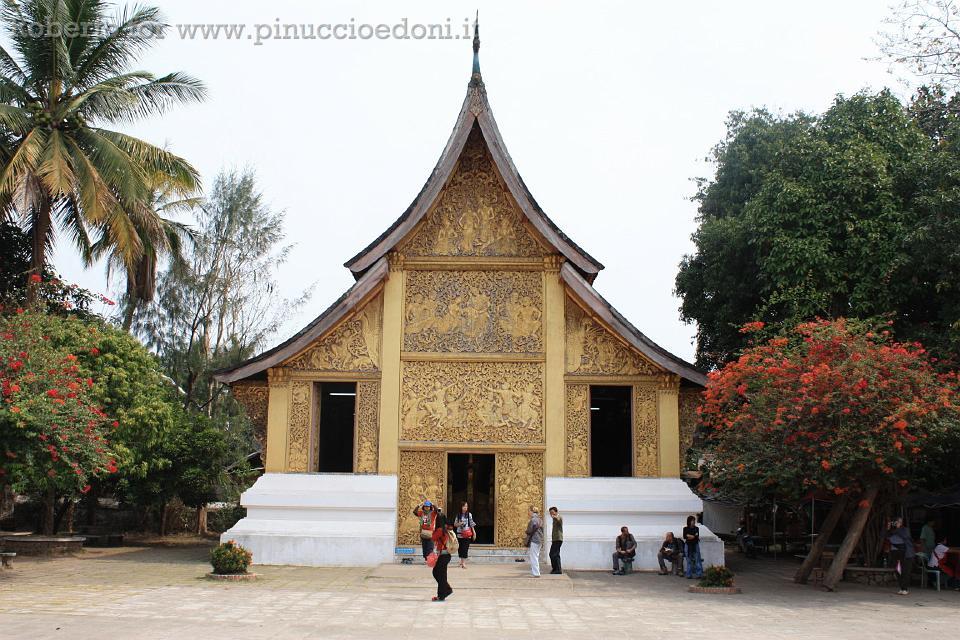 diario di viaggio indocina laos 064 cappella arredi funerari