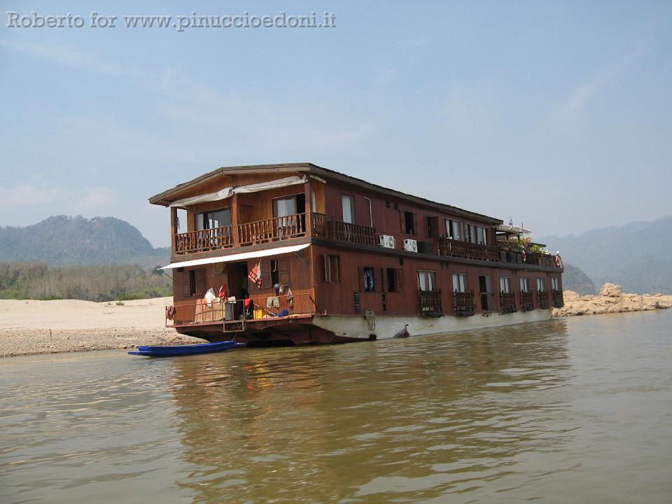 diario di viaggio indocina laos 085 hotel galleggiante